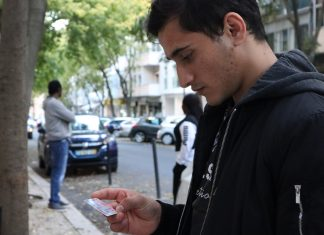 """Em """"Os cinco escolhidos, os cinco esquecidos"""", Mariana Teófilo da Cruz conta a saga de cinco jovens afegãos que chegaram a Portugal à procura de asilo"""